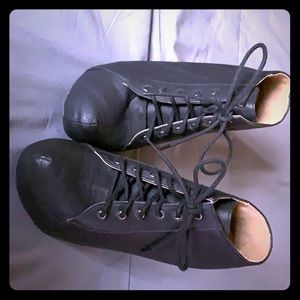 Black bootie heels never worn